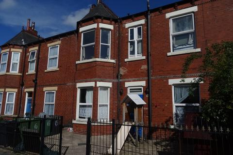 Studio to rent - Hillcrest Avenue - Potternewton