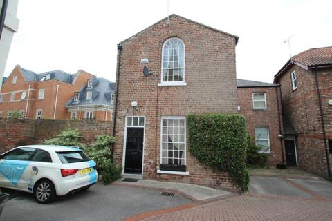 3 bedroom character property to rent - BISHOPS COURT, BISHOPHILL SENIOR, YORK, YO1 6EU
