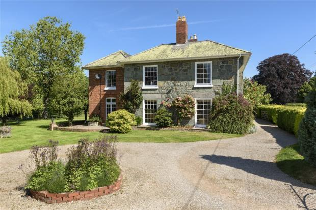 5 Bedrooms Detached House for sale in Buttington House, Buttington, Welshpool, Powys