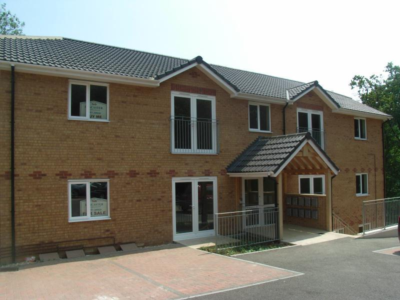 2 Bedrooms Flat for rent in Nelson Drive, Cowes, Isle Of Wight, PO31