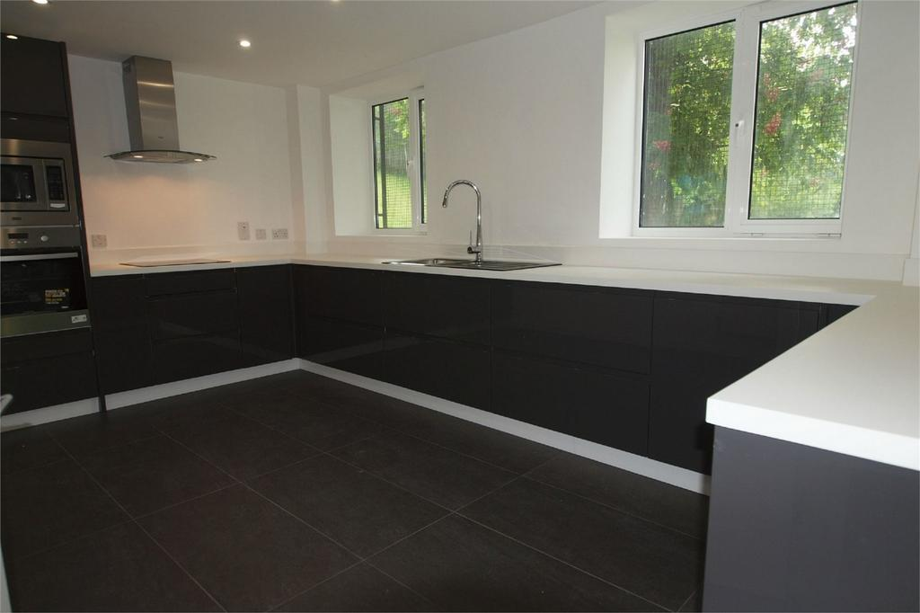 2 Bedrooms Flat for sale in 13 Lewes Road, Bromley