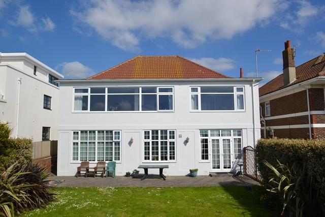 3 Bedrooms Flat for sale in West Parade, Worthing, BN11 5EF