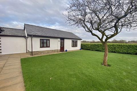2 bedroom detached bungalow to rent - 'The Gate House' Nursery Lane, New Longton
