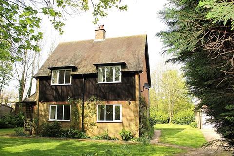 3 bedroom detached house to rent - Hyde Heath, Amersham, Bucks HP6