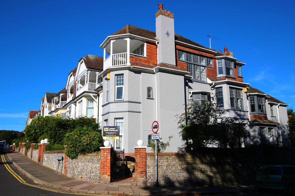 5 Bedrooms End Of Terrace House for sale in Vicarage Road, Eastbourne