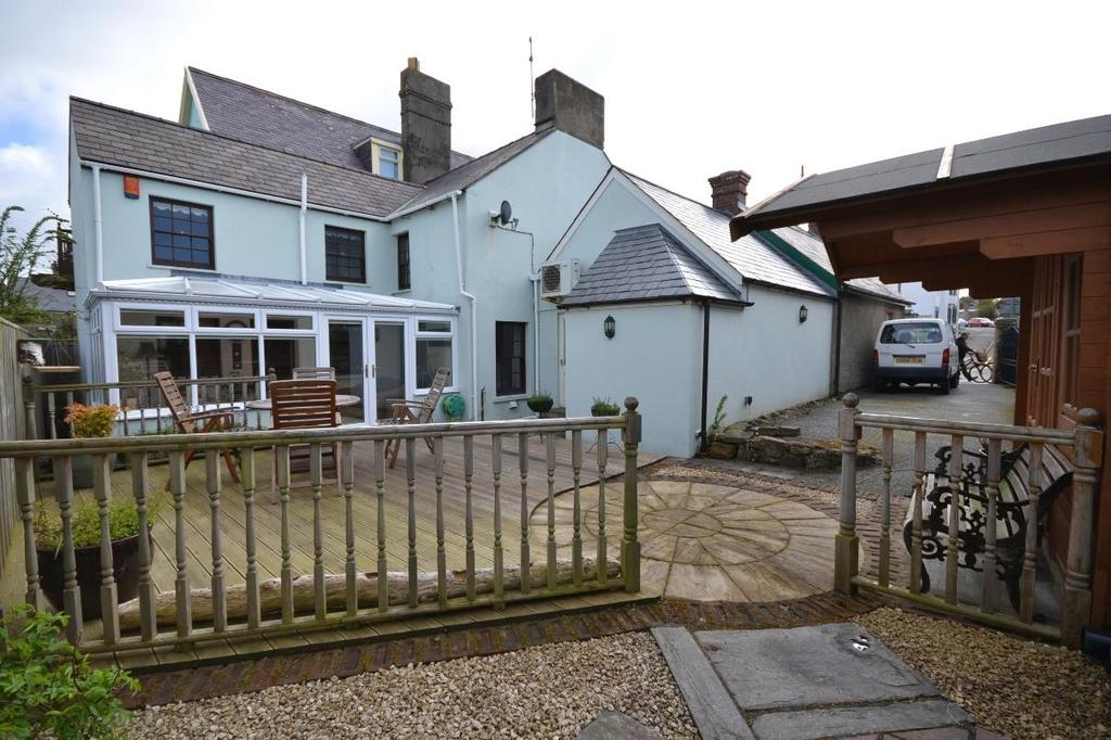 4 Bedrooms Semi Detached House for sale in St Davids