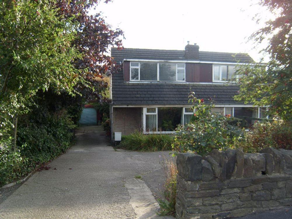 3 Bedrooms Semi Detached Bungalow for sale in Cleckheaton Road, OAKENSHAW, West Yorkshire