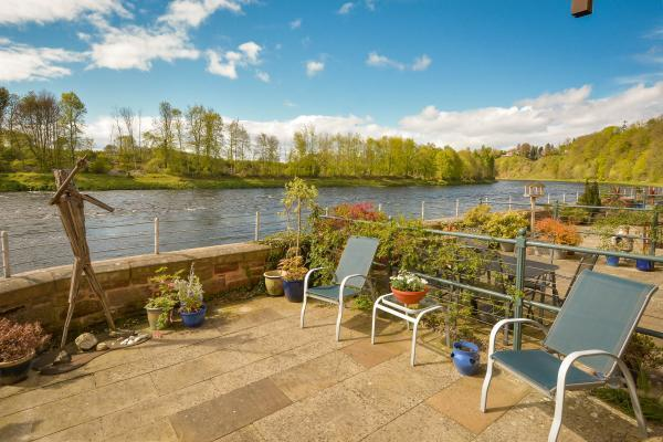 4 Bedrooms Terraced House for sale in 7 Mid Mill, Mill Square, Stanley Mills, Perth, PH1