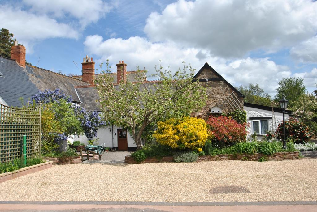 7 Bedrooms Semi Detached House for sale in Bilbrook, Minehead