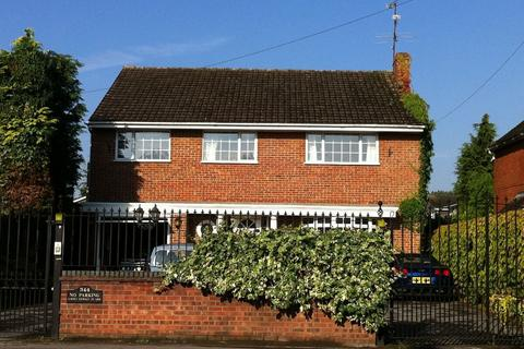 Studio to rent - Fernhill Road