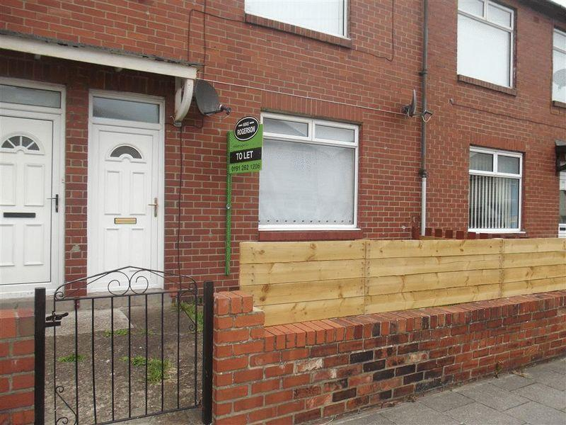 2 Bedrooms Apartment Flat for sale in Ayton Street, Byker - Two Bed Ground Floor Flat