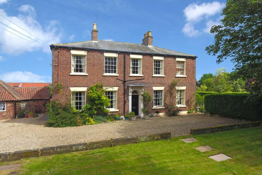 7 Bedrooms Detached House for sale in Church Cliff House, Filey, North Yorkshire YO14 9ET