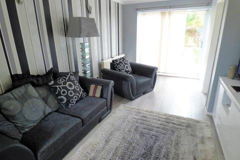 2 bedroom semi-detached house to rent - Speedwell Close, Luton, Beds, LU3 4AF