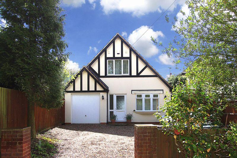 3 Bedrooms Detached House for sale in NEWBRIDGE, Newbridge Drive