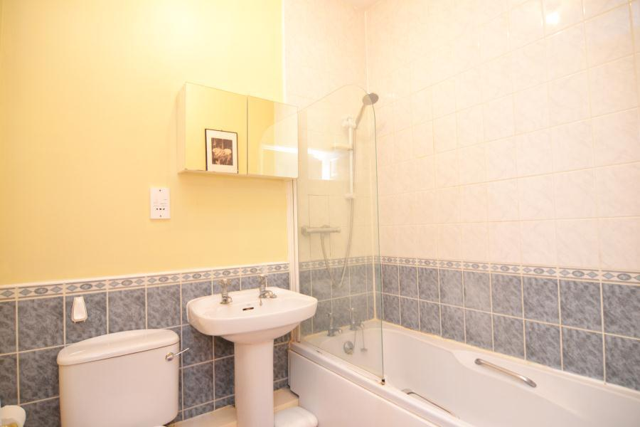 Regents Court, Sopwith Way, Kingston upon Thames 2 bed flat for ...