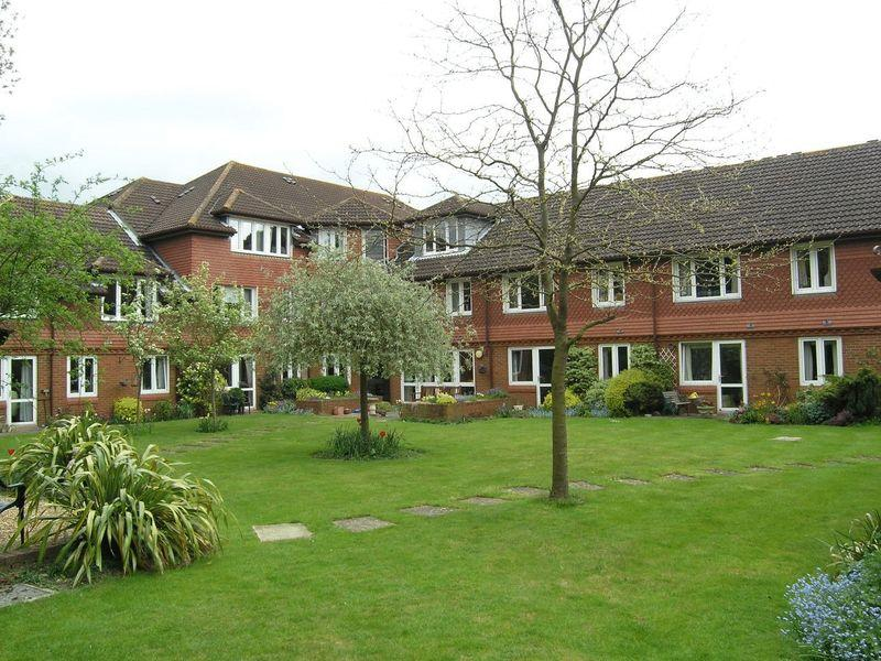 2 Bedrooms Apartment Flat for sale in Guildford, Surrey, GU4