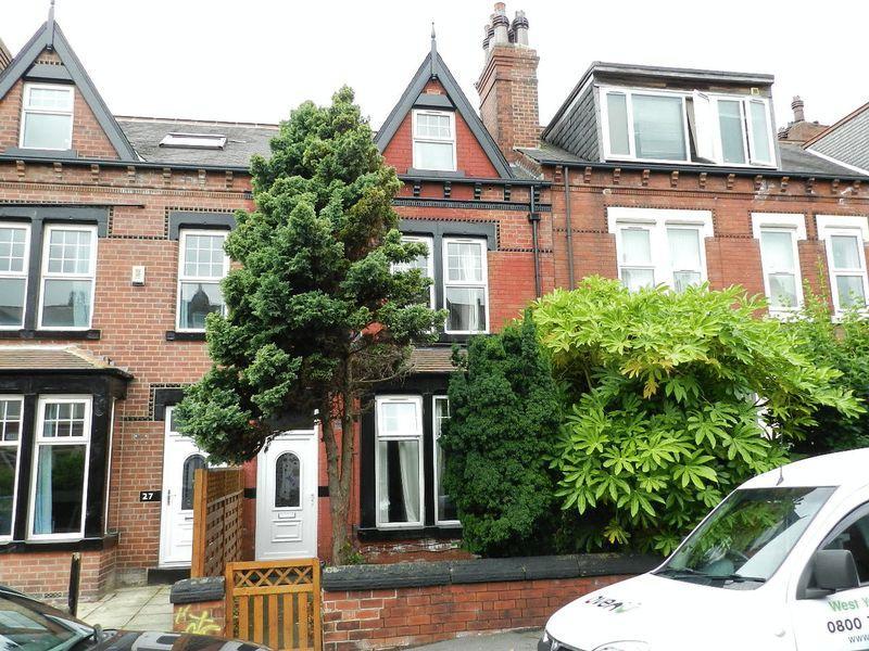 7 Bedrooms Terraced House for sale in Estcourt Terrace, Leeds