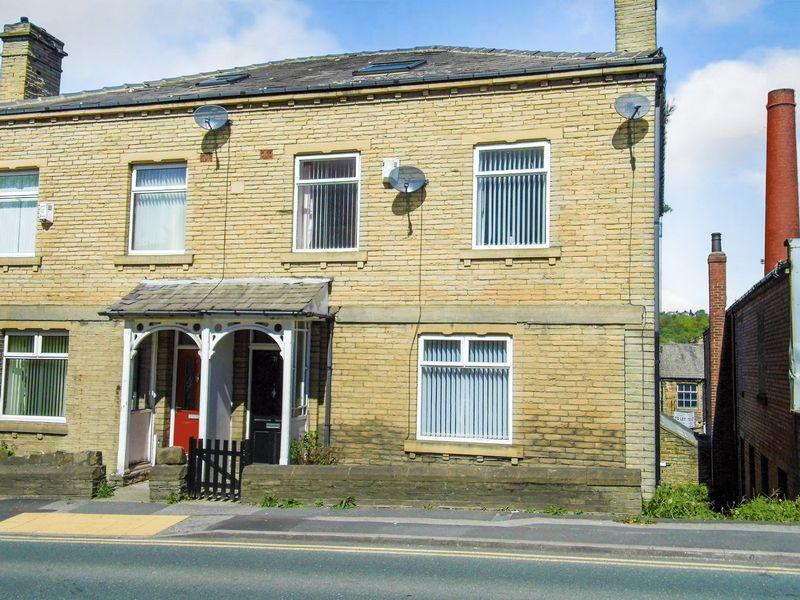 5 Bedrooms Semi Detached House for sale in Leeds Road, Shipley