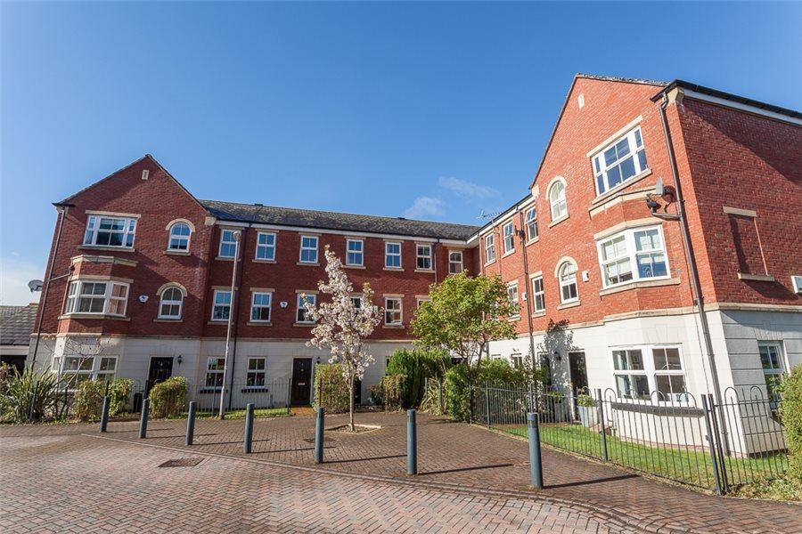 2 Bedrooms Duplex Flat for sale in MANSION GATE SQUARE, CHAPEL ALLERTON, LS7 4RX