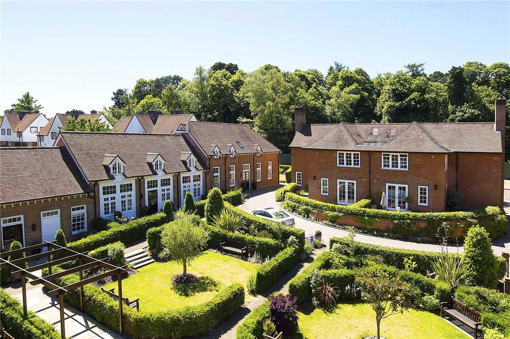 2 Bedrooms House for sale in Coach House Mews, Whiteley Village, KT12