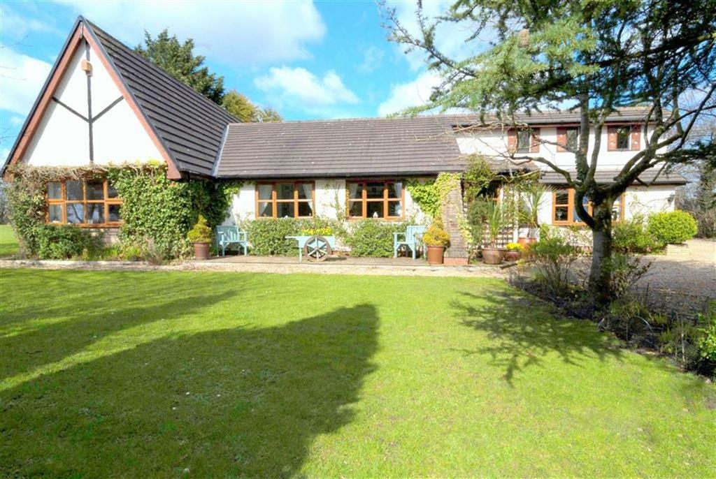 4 Bedrooms Detached House for sale in Long Moss Lane, New Longton, Lancashire, PR4
