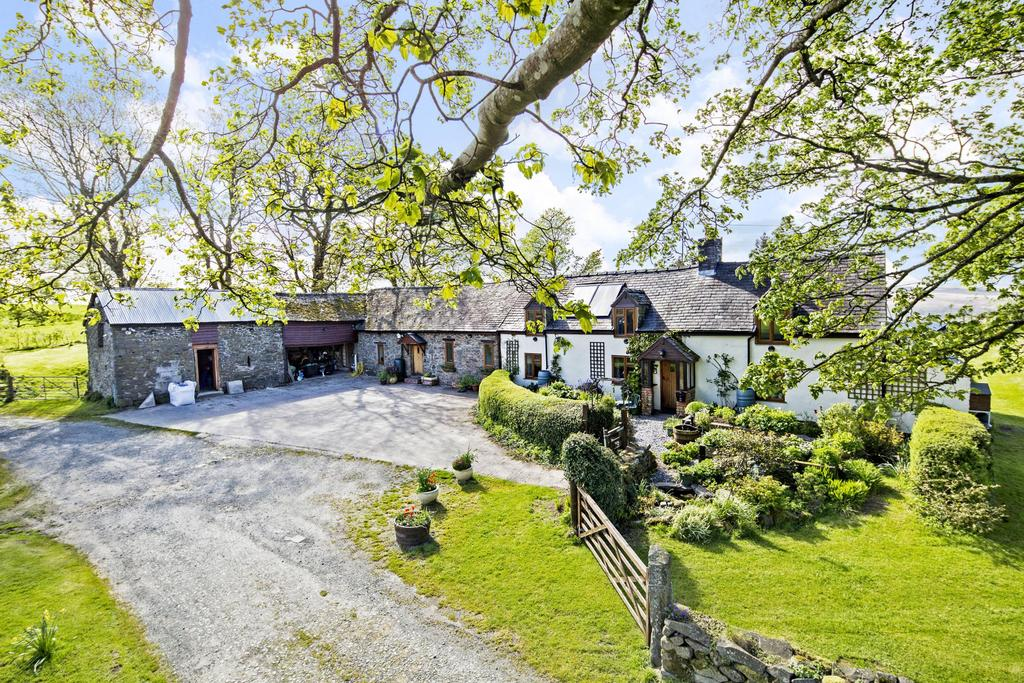 5 Bedrooms Barn Conversion Character Property for sale in Llanerfyl, Welshpool, Powys