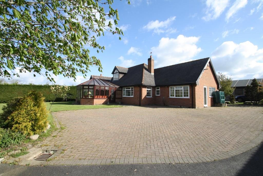 4 Bedrooms Detached House for sale in Long Lane
