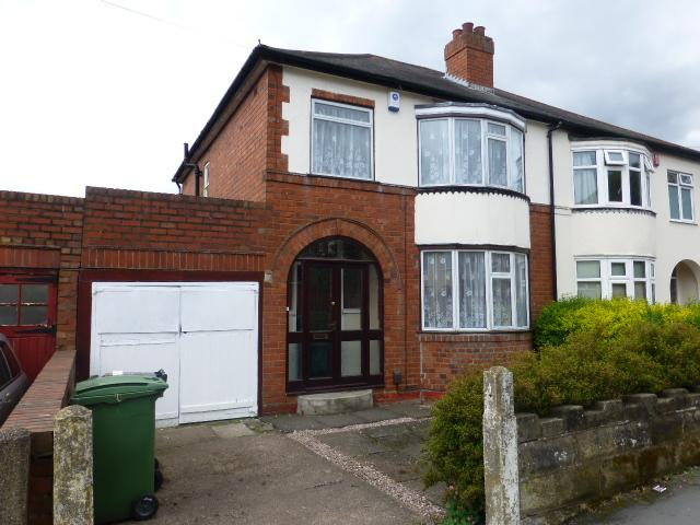 3 Bedrooms Semi Detached House for rent in Green Road, Dudley