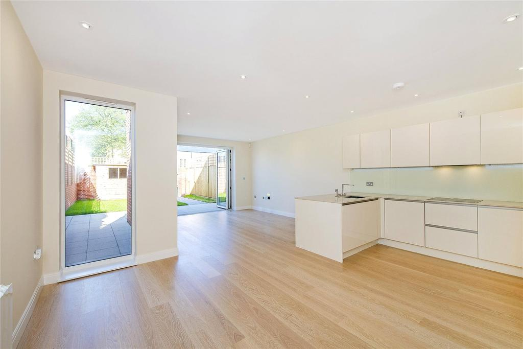 4 Bedrooms Semi Detached House for sale in Holmhurst Mews, Durham Road, SW20