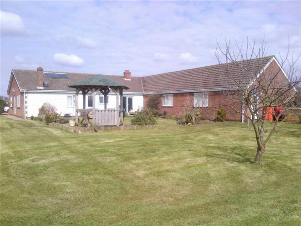 7 Bedrooms Detached Bungalow for sale in Spacey Field, Thirtleby, East Yorkshire, HU11
