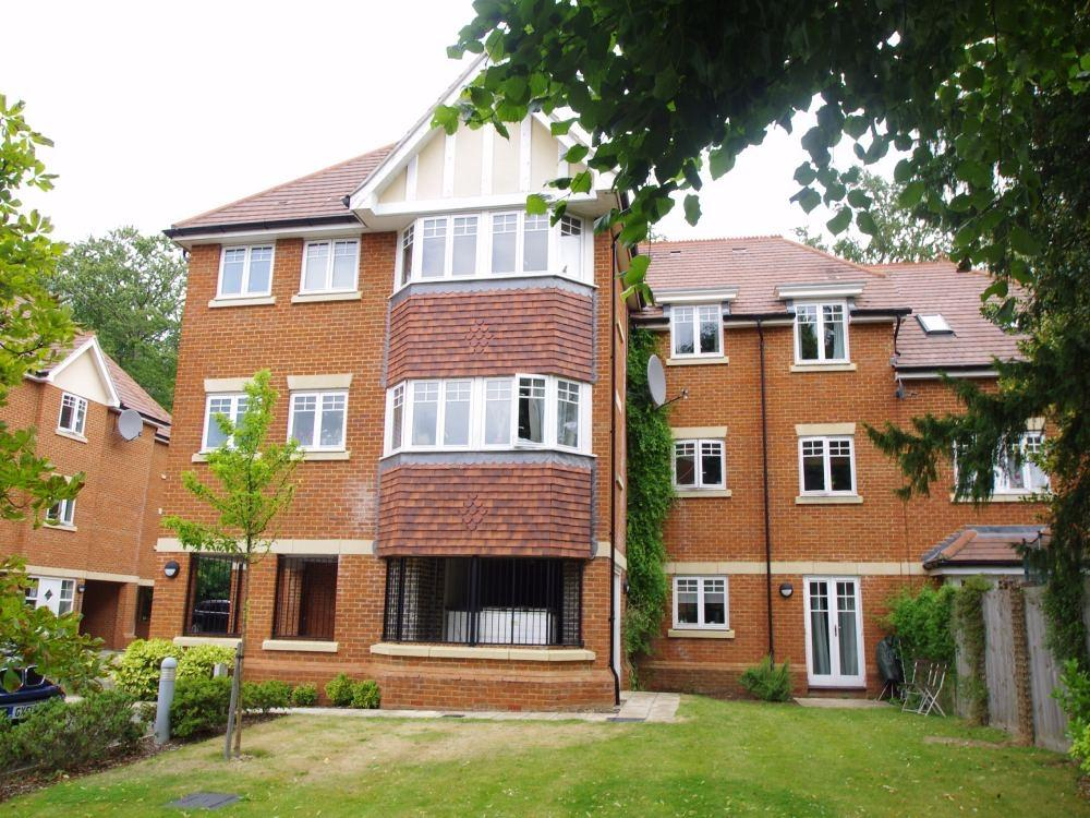 2 Bedrooms Flat for rent in Priory Fields, WATFORD, Hertfordshire