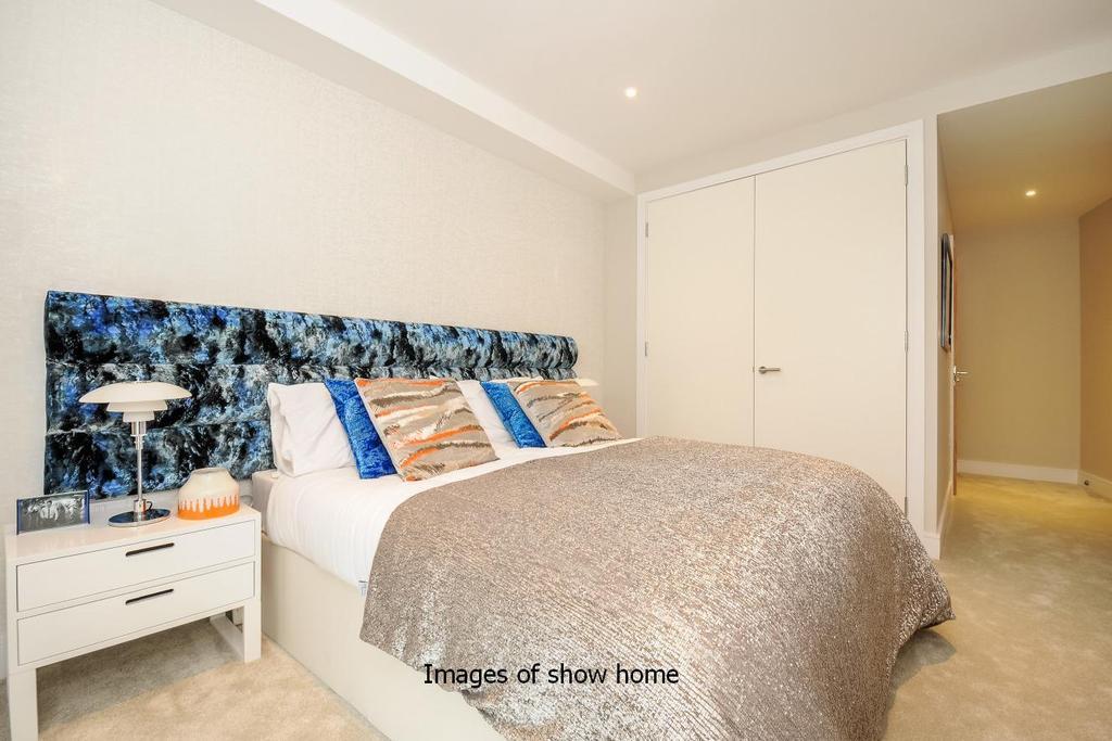 2 Bedrooms Flat for sale in Westfield Waterside, Knaresborough Drive, Earlsfield