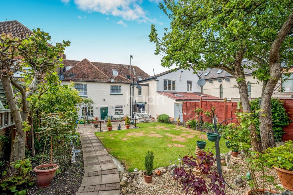 5 Bedrooms Terraced House for sale in High Street, Elstree