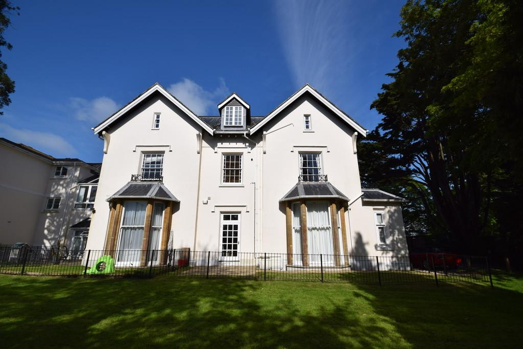 2 Bedrooms Flat for sale in Meadfoot Grange, Torquay
