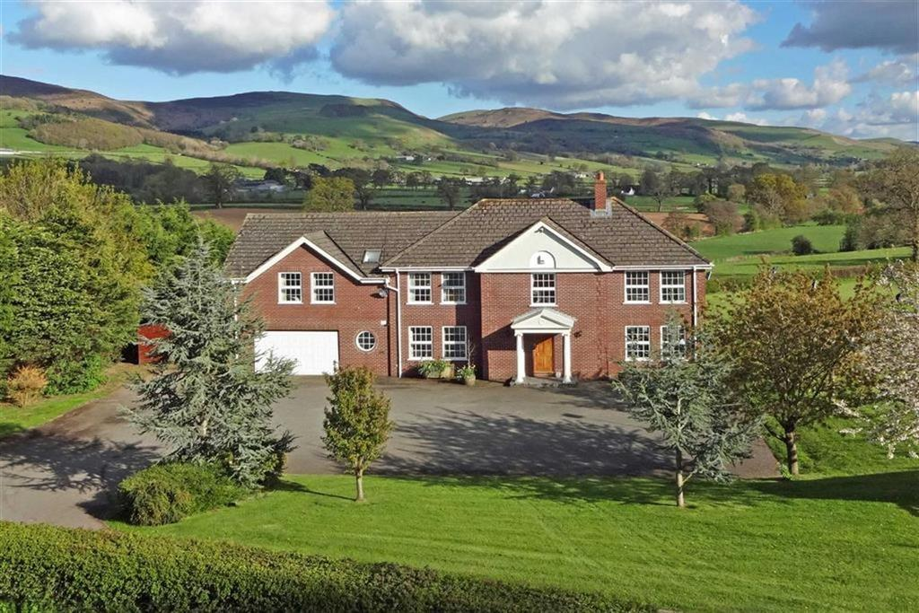 6 Bedrooms Detached House for sale in Mold Road, Mold Road, Ruthin, Ruthin