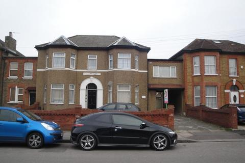 Studio to rent - Broomhill Road, Ilford, IG3