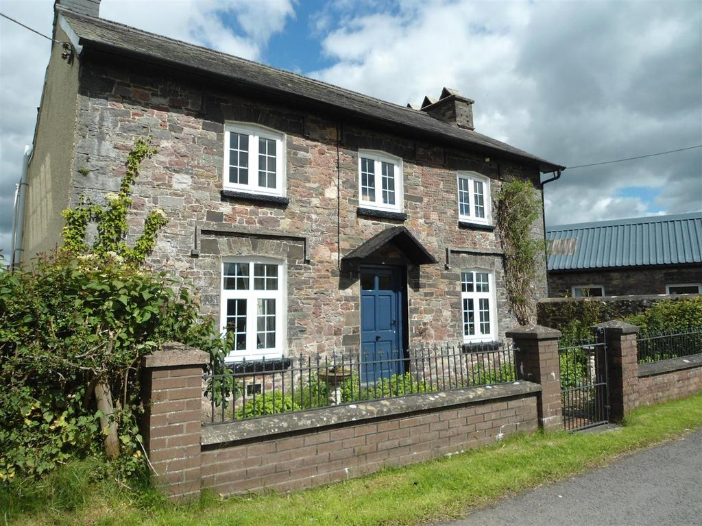 4 Bedrooms Detached House for sale in Carregsawdde, Llangadog