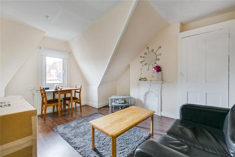 2 bedroom flat to rent - Morella Road, London