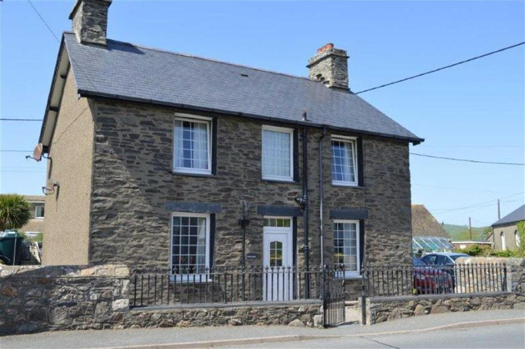 4 Bedrooms Detached House for sale in Bodlondeb, Bryncrug, Gwynedd, LL36