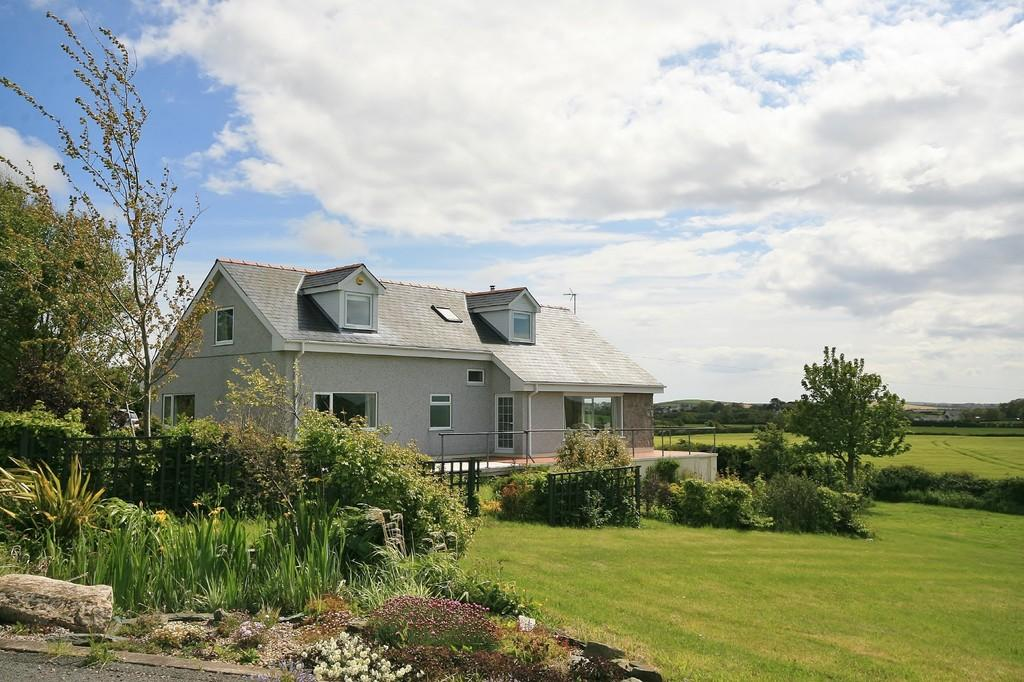 5 Bedrooms Detached House for sale in Llanfachraeth, Anglesey, North Wales