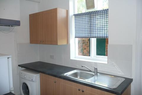 2 bedroom terraced house to rent - Neville Street, YORK