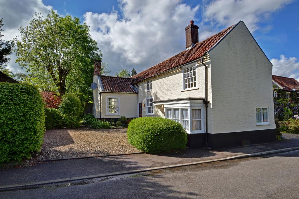 3 Bedrooms Detached House for sale in Marsham, Norfolk