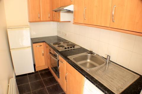 2 bedroom flat to rent - Elmcourt Road
