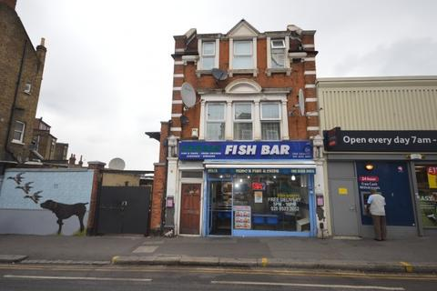 2 bedroom apartment to rent - Flat A Forest Road,  London, E17