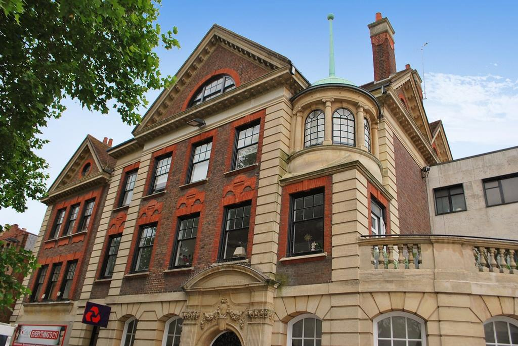 2 Bedrooms Flat for sale in Carfax, Horsham, RH12