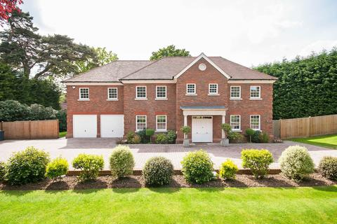 6 bedroom detached house to rent - Kingswood