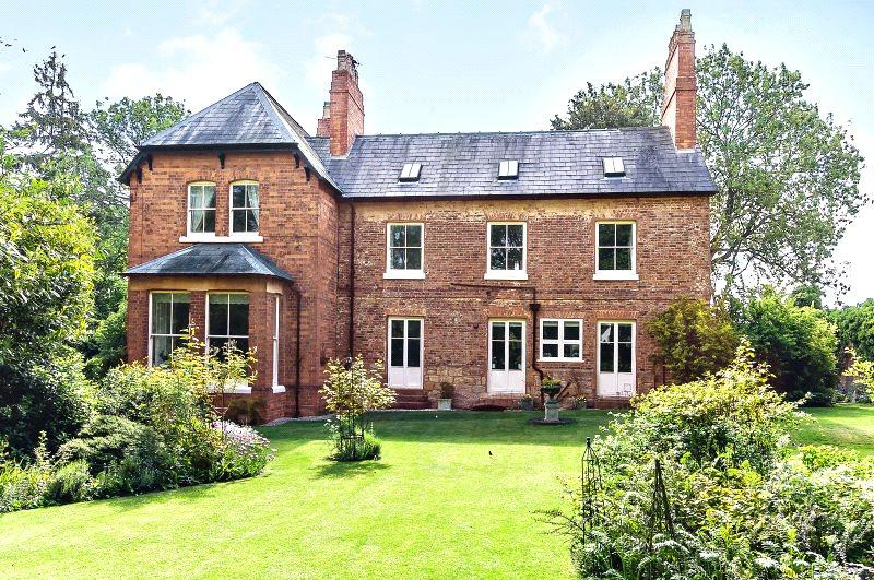 7 Bedrooms Detached House for sale in Main Street, Sedgeberrow, Worcestershire