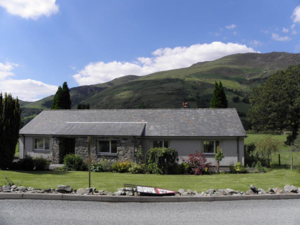 3 Bedrooms Bungalow for sale in Cysgod Y Mynydd, Taly Y Llyn, LL36