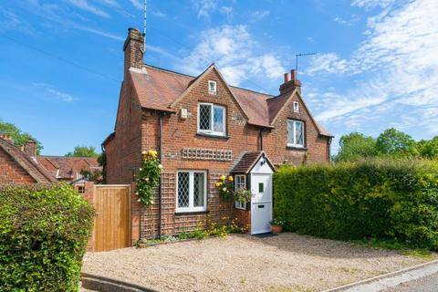 3 bedroom cottage for sale - Chenies Village, Chenies, Bucks WD3