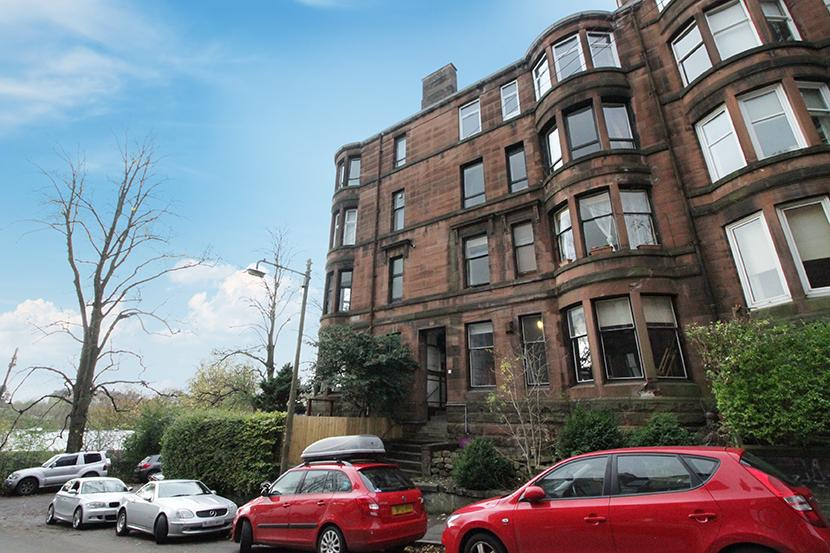2 Bedrooms Flat for sale in 1 Yarrow Gardens, North Kelvinside, G20 6DX